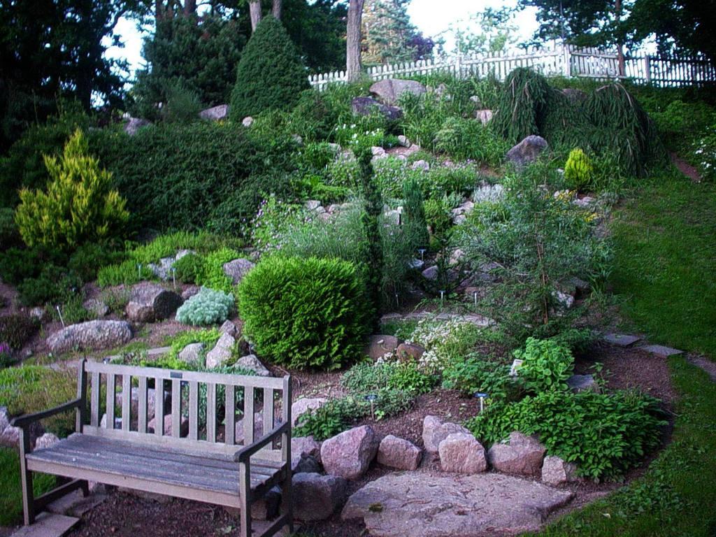donner son jardin un air rocailleux loisir jardin. Black Bedroom Furniture Sets. Home Design Ideas