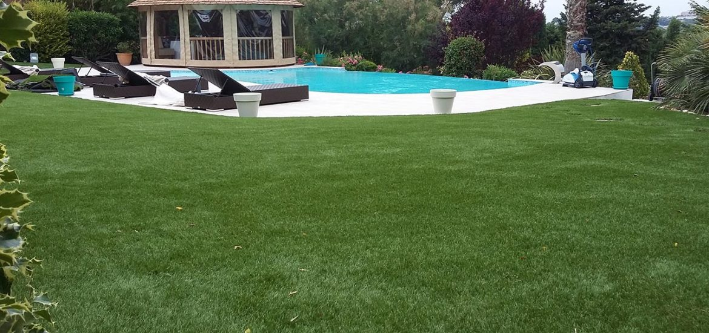 Les-atouts-de-la-pelouse-artificielle-pour-son-jardin.jpg